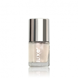 Esmalte tradicional para uñas Luxe Nails. Color: blanco lechoso. 9ml