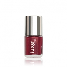 Esmalte tradicional para uñas Luxe Nails. Color: rojo oscuro. 9ml
