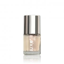 Esmalte tradicional para uñas Luxe Nails. Color: beige lechoso. 9ml
