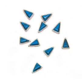 Decoración 3d para uñas nail-art. Piedra marmol azul, forma de triángulo, con marco metálico