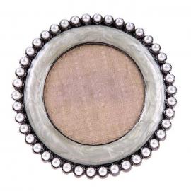 Expositor para tips decorados. Marco con perlas y fondo con textura